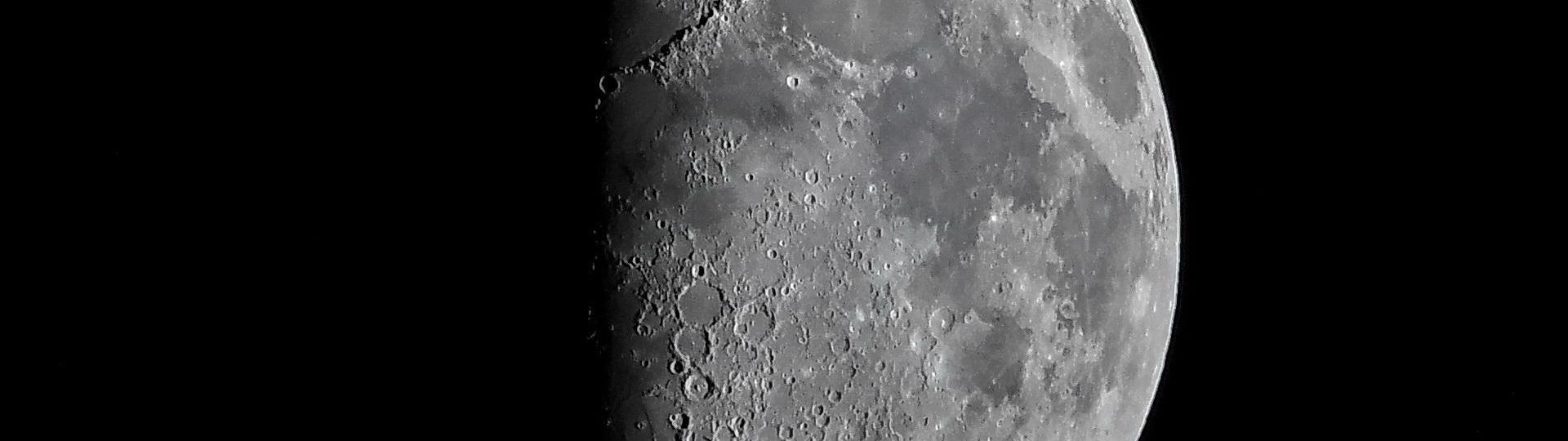 Atelier Focale 16, club photo d'Angoulême Photographie de la Lune pour le thème Clair-Obscur, par Claude Kerjean